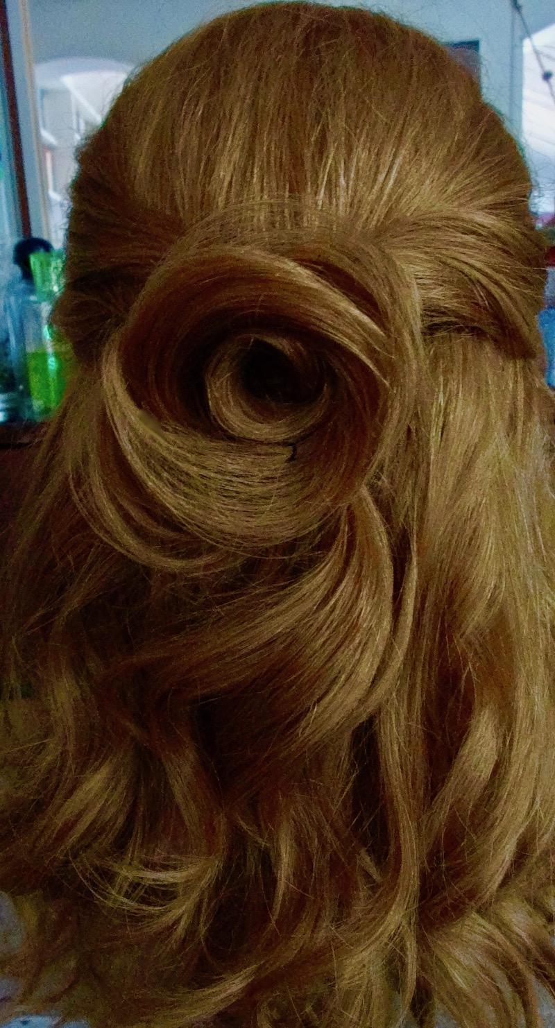 coiffure rose romantique